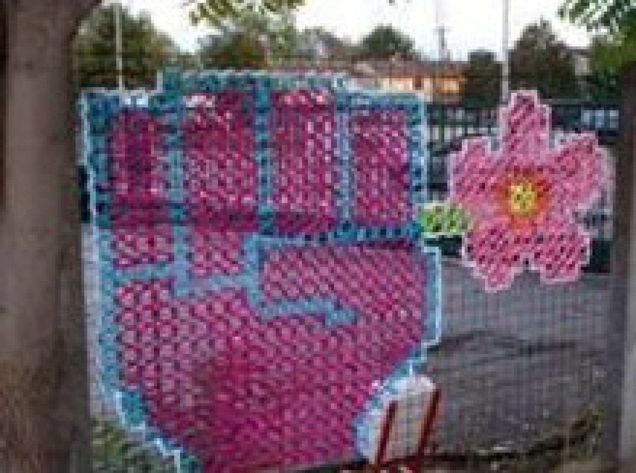 Вышивка по сетке забор
