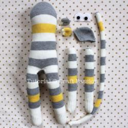 sew-sock-monkey-18.jpg