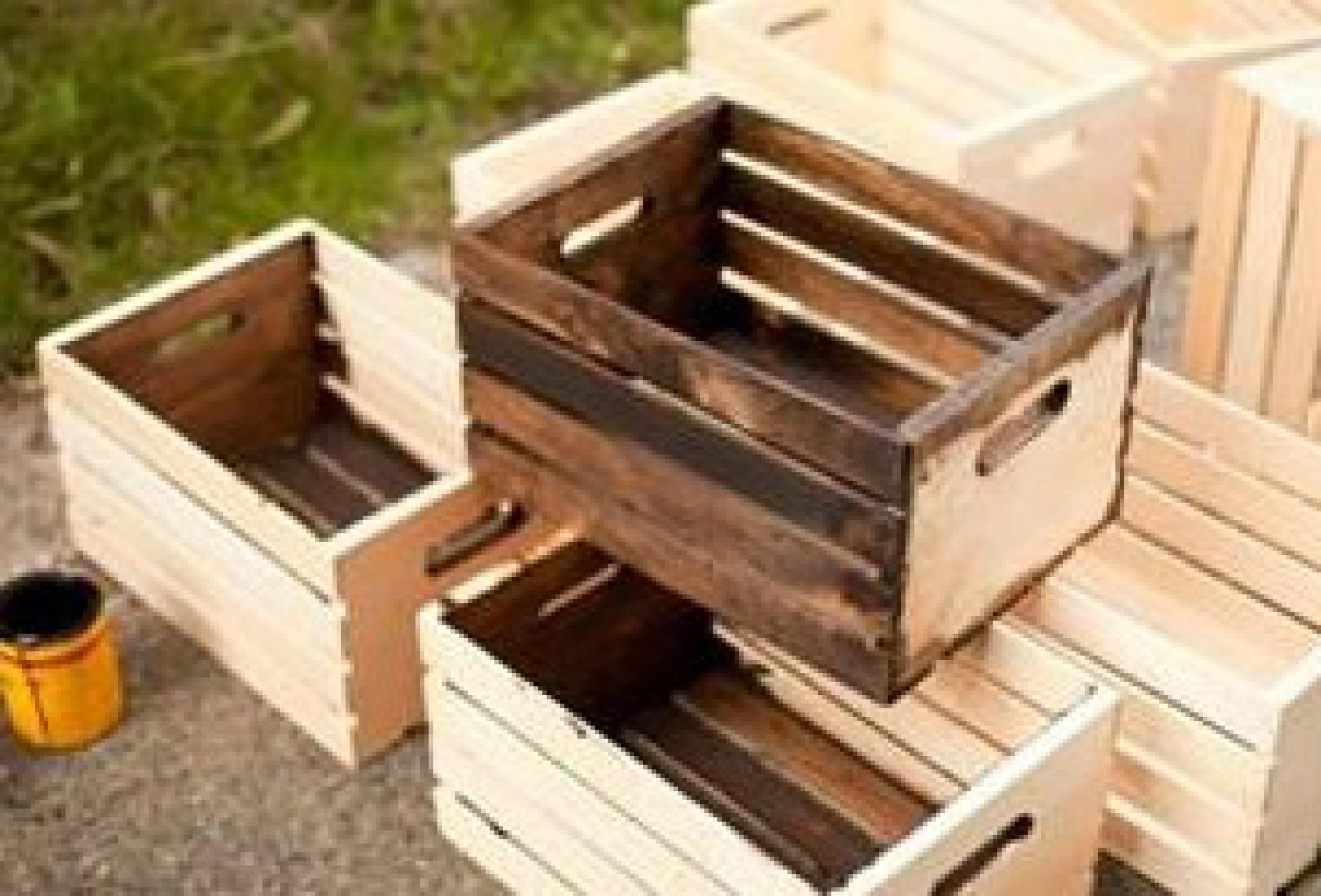 Поделка из деревянного ящика