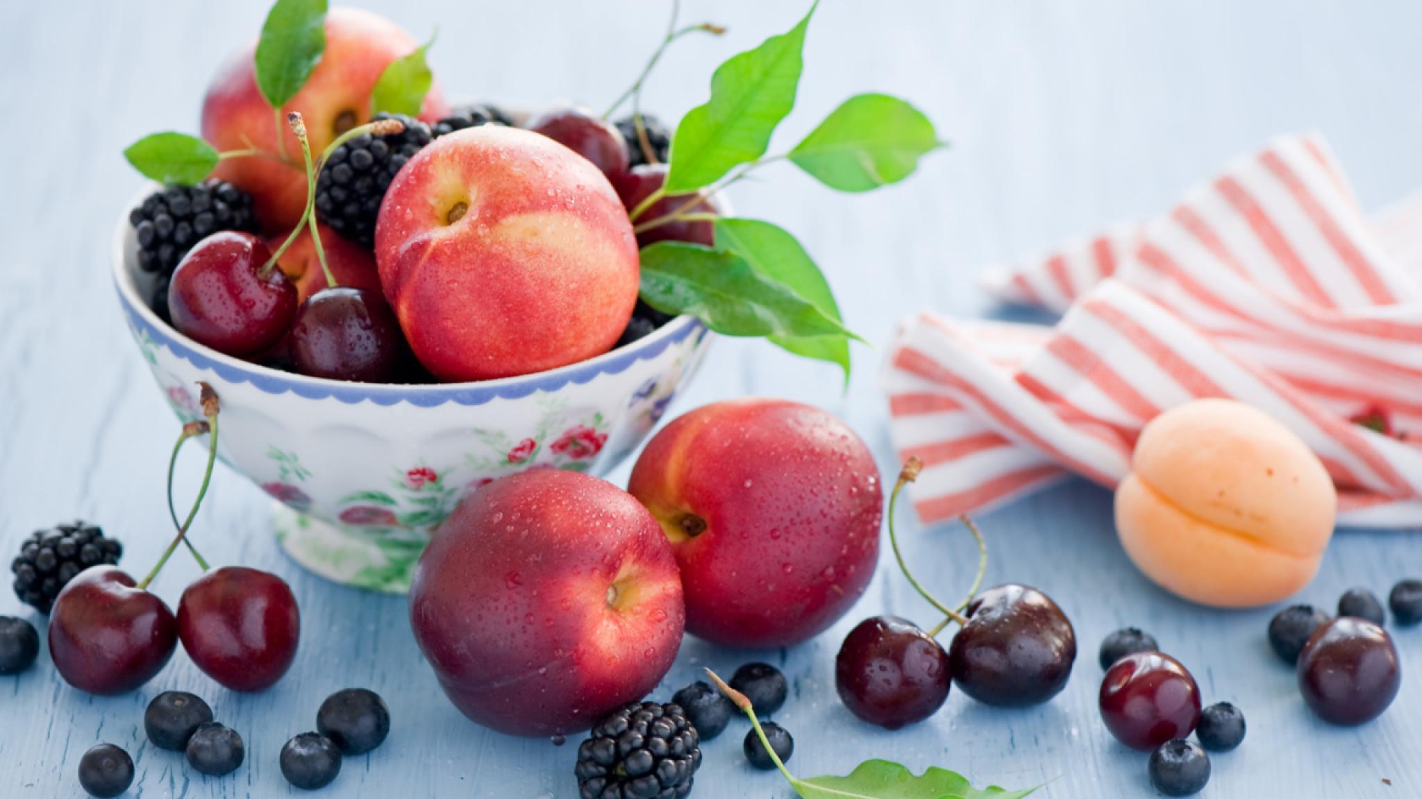 персики вишни ежевика в хорошем качестве